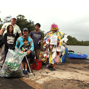 Georges Riverkeeper Chairman, Councillor Geoff Shelton (standing, back) and Ian Thomson from Ocean Crusaders (middle) with community volunteers helping to clean up the Georges River.